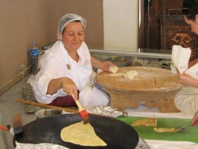 Гезлеме (Gözleme) или как в Турции выглядит фастфуд
