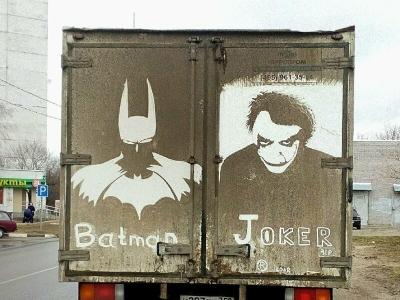 Забавное художество на грязных автомобилях