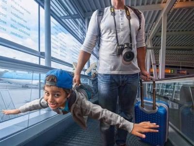 Отец с помощью фотошопа создает суперские снимки с сыном