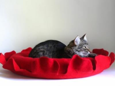 Подборка необычных кошачьих домиков из фетра